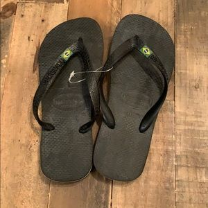Black Havaianas flip flops , size 6, NWT